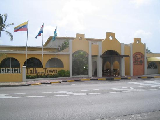 Talk of the Town Hotel & Beach Club: hotel entrance