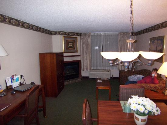 Comfort Suites: living room