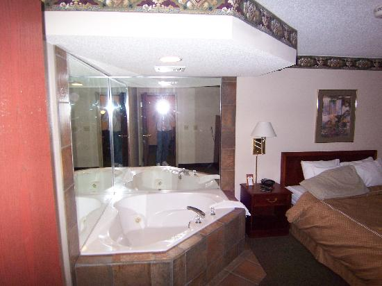 Comfort Suites: Wirlpool bathtub
