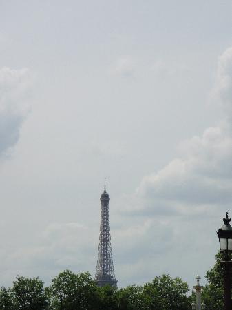 Hotel Madeleine Plaza: View of Eiffel Tower from Balcony