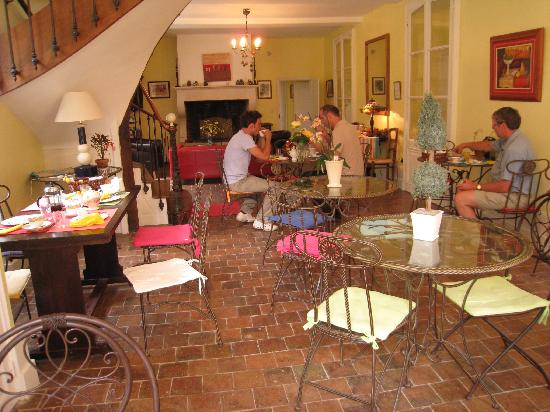 Hotel Les Grands Chenes: the breakfast and living area