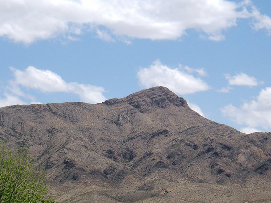 Truth or Consequences, Nuevo Mexico: Turtleback Mtn from downtown T or C
