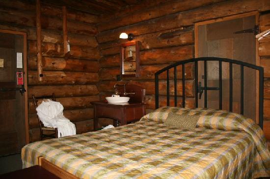 Old Faithful Inn Old House Room Without Bath