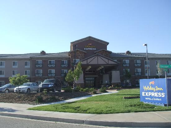 Holiday Inn Express Tehachapi Hwy 58 / Mill Street: Hotelfront mit Haupteingang