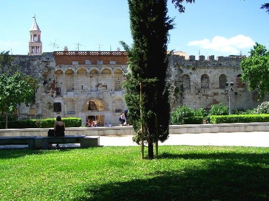Villa Matejuska : Palace of Diocletian from the gardens