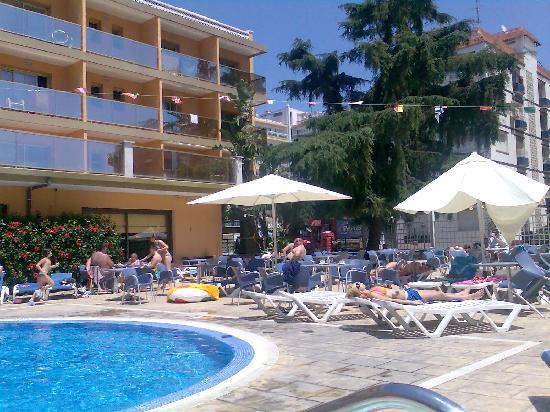 Hotel Bon Repos: Poolside