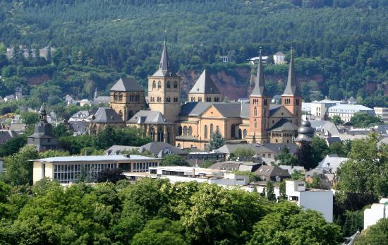 Hotel Villa Hugel: Liebfrauenkirche and Dom St Peter, view from vineyard