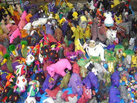 San Cristobal de las Casas, Mexico: Mercado de Artesanías al pie del templo de Santo Domingo