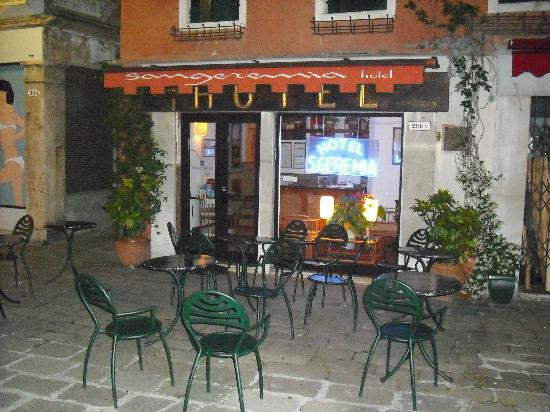 Hotel San Geremia: Outside of the hotel
