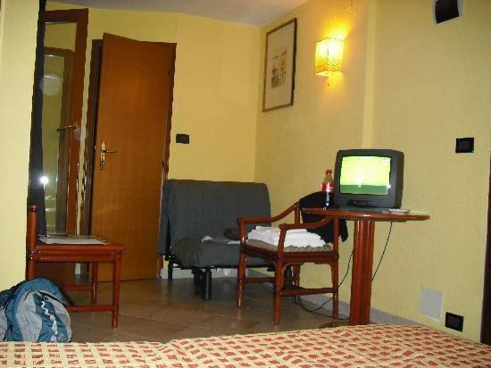 Hotel San Geremia: Our room-top floor
