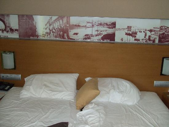 Capsis Astoria Heraklion Hotel: large bed (twins pushed together)