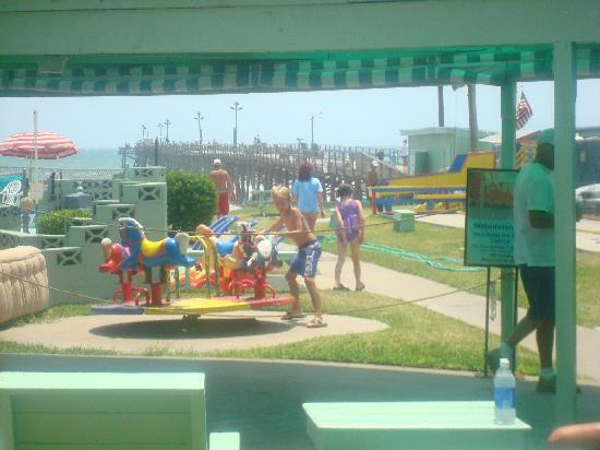 Oceanana Family Motel: Old fashioned carousel, fishing pier