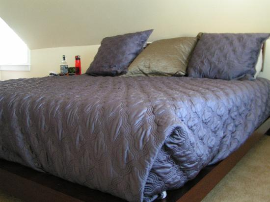 Lotus Guest House: bed