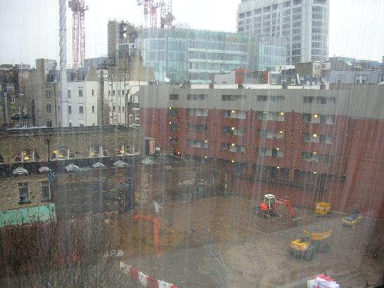 Holiday Inn London - Regent's Park : Construction next door.