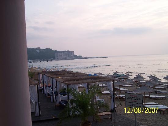 Azalia Hotel Balneo & SPA : jacuzzi on the beach