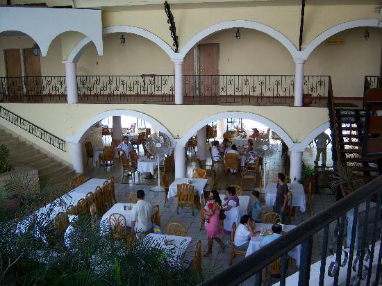 Maria de la Luz Hotel: Open air restaurant