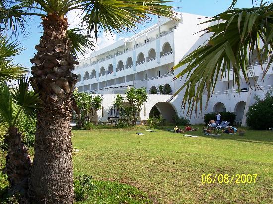 Happy Days Sultan Beach: L'hotel visto dal parco