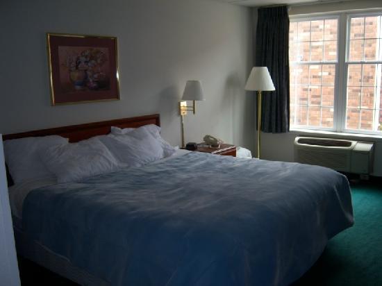 1st floor room at Days Inn Madisonville