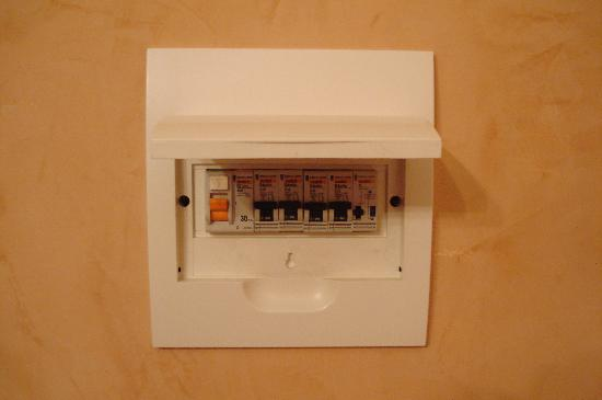the fuse box next to the fuse box next to the door picture of little palace, nice small fuse box at panicattacktreatment.co