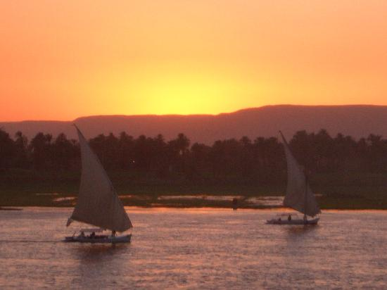 Steigenberger Nile Palace Luxor: Sunset view from our room