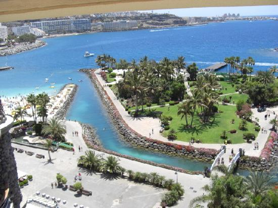 Anfi Beach Club: view from monte anfi
