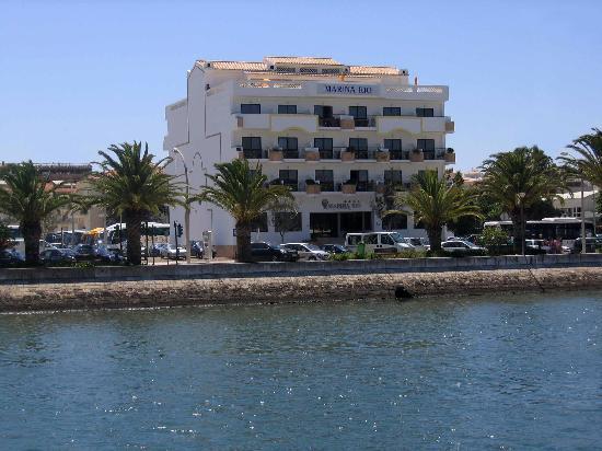 Hotel Marina Rio: Hotel looking from marina