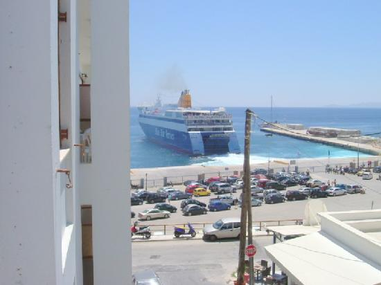 Leandros Hotel: Side Sea-View Towards Port