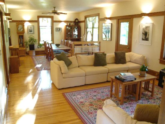 Whitefish Bay Farm: Common area and dining room