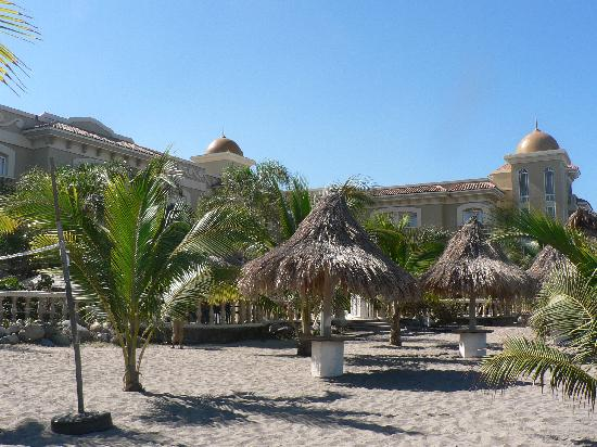 Quinta Real Hotel and Convention Center: Hotel from beach