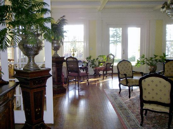 Clark House on Hayden Lake: sitting room