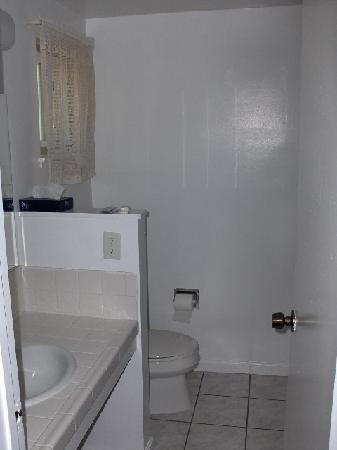 Oak Motel Palo Alto: Bathroom.