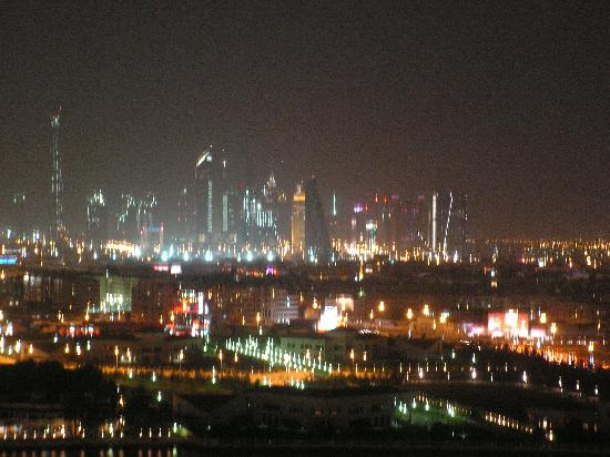 Hilton Dubai Creek : View over Dubai from roof top pool