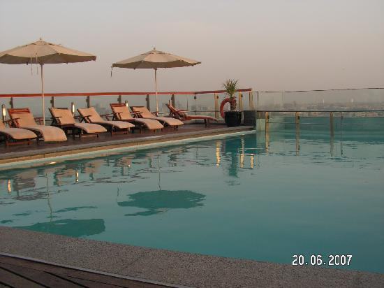 Hilton Dubai Creek : Roof Top pool
