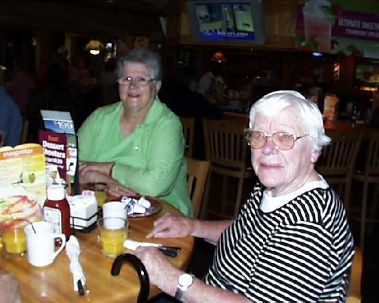 Applebee's Restaurant : Margaret and Elaine at breakfast in Applebee's