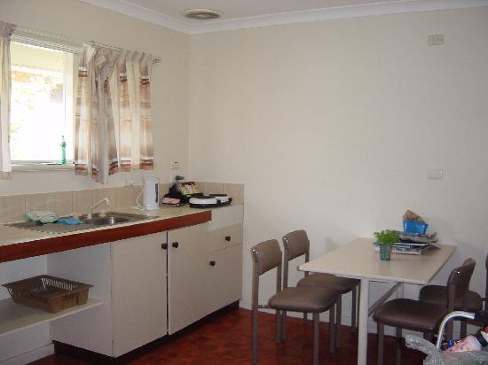 Sleepwell Motel : Metro Inn kitchen
