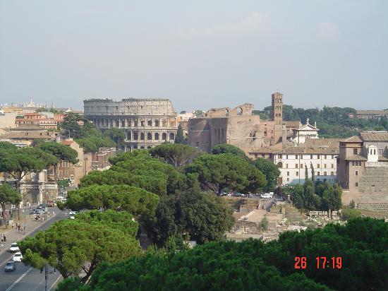 Roma, Itália: Maravillosas vistas del Coliseum desde la Plaza Venecia