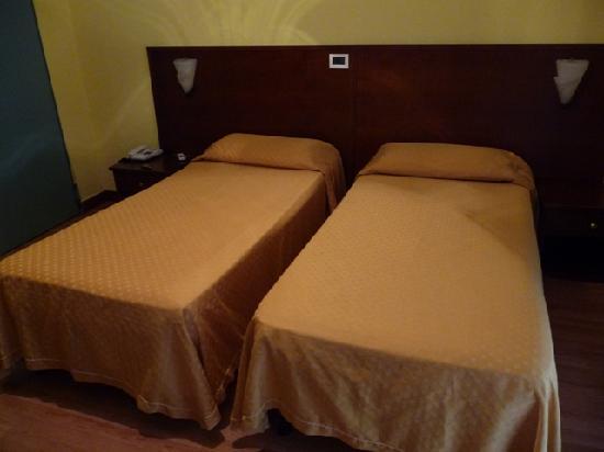 Hotel Valverde:  letti