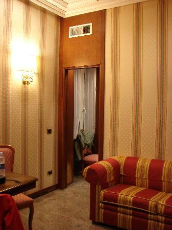 Dock Suites Hotel: Pasillo entre el dormitorio y el salon-cocina