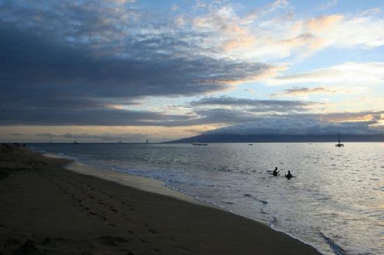 one of many pretty evenings on Ka'anapali Beach