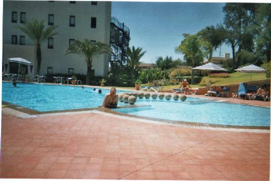 Ibis Meknes Hotel : piscine de l'hôtel