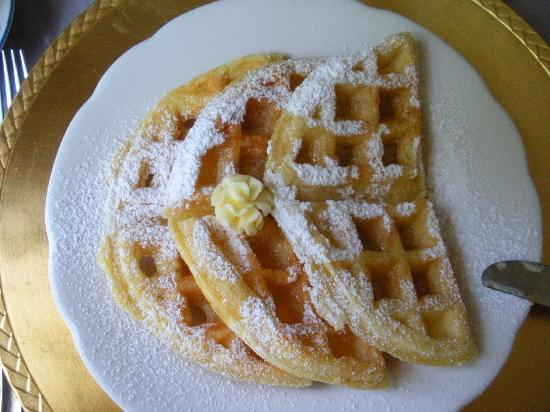 Buttonwood Inn on Mount Surprise: Delicious waffles!