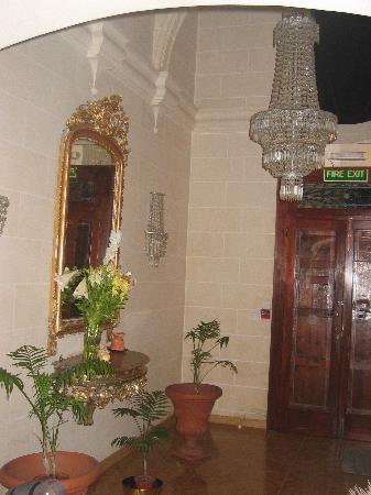Asti Guest House: L'entrée!