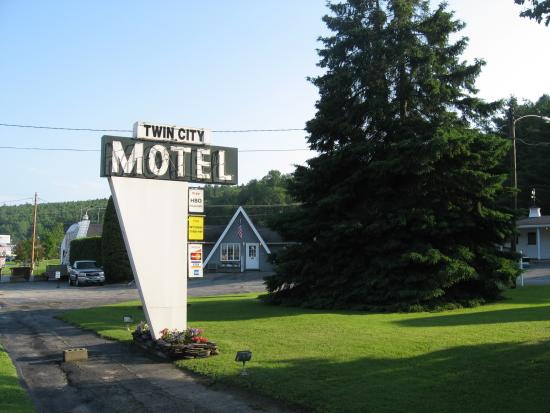 Twin City Motel: Nice neon sign
