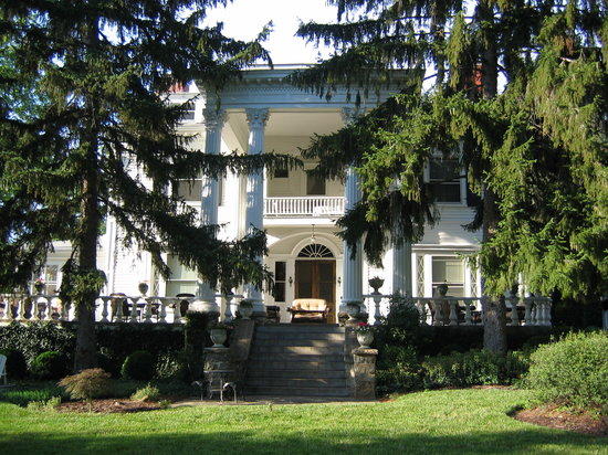 view of Albemarle Inn from front
