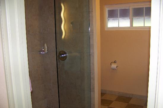 Holiday Inn Express La Jolla : bathroom