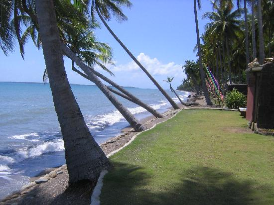 Crystal Paradise Resort & Winery: The beach outside our villa