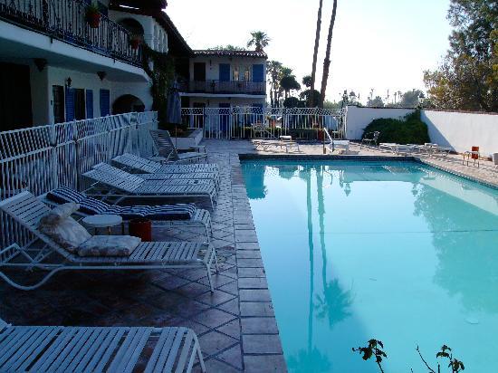 Mediterraneo Resort : vista del corredor con la piscina