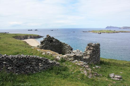 Blasket Islands: Ireland: co. Kerry - Great Blasket - Ruined Cottage