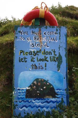 Blasket Islands: Ireland: co. Kerry - Dingle Peninsula - Great Blasket - Please Keep Tidy!