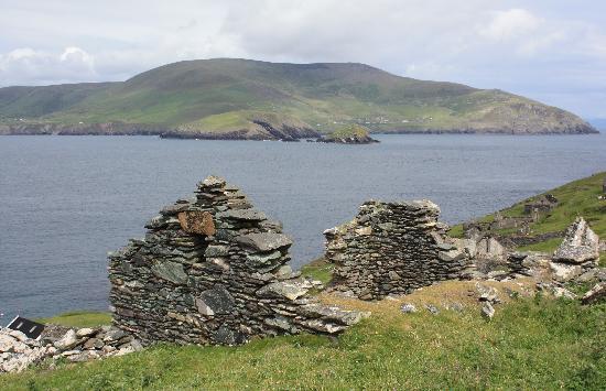 Blasket Islands: Ireland: co. Kerry - Great Blasket - View Across to Mainland